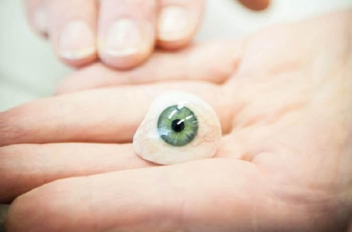 برداشتن چشم مصنوعی