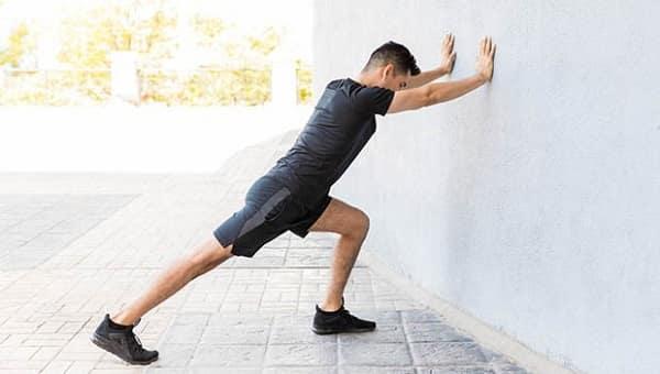 تمرین کشش ساق برای درد گودی یا قوس کف پا